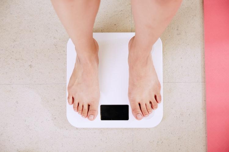 Mengukur berat badan